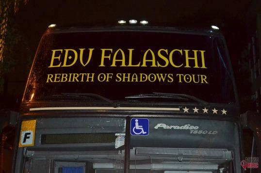 Busão da Rebirth of Shadows Tour (foto: Clovis Roman)